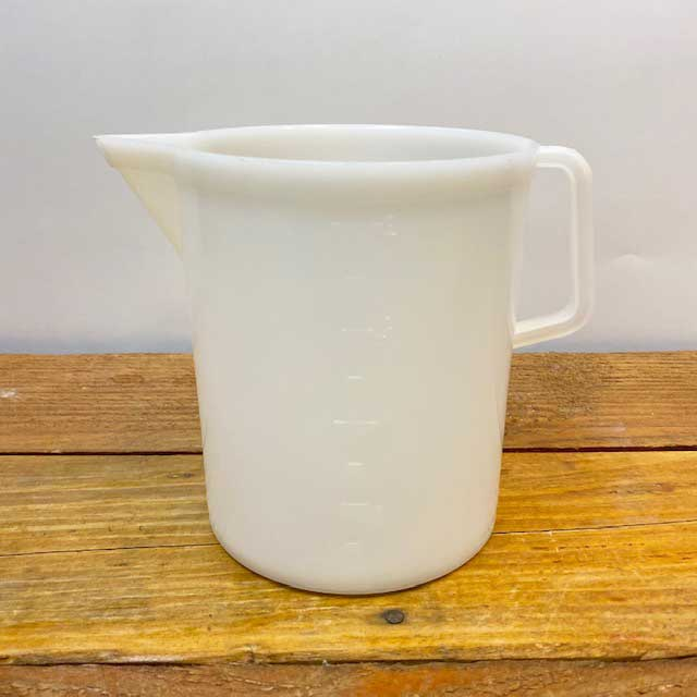 Graduated Beaker with Handle - 2 liter - Plastic
